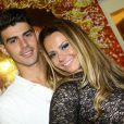 Dois meses depois de terminar o namoro com o cantor Belo, Viviane Araújo assumiu o namoro com o jogador de futebol Radamés, em 2007