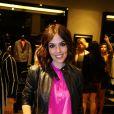 Karen Brustolin, namorada de Alexandre Nero, posa em evento do Vogue Fashion's Night Out