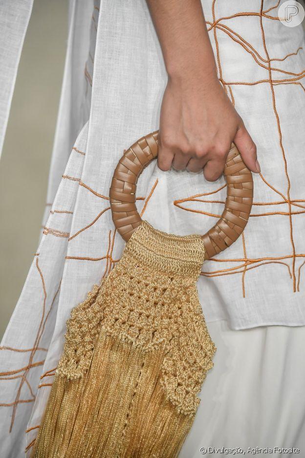 Bolsas com pegada artesanal, principalmente de palha, continuarão como tendência para o verão 2019