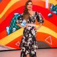 O vestido midi com estampa de flores deixou o look de Patrícia Poeta mais fresh e moderno no programa 'Encontro'