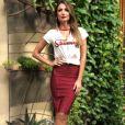 Visual fashion! A blusa com nó quebrou a seriedade da saia lápis de Patrícia Poeta