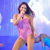 Claudia Leitte exibe corpão em show com look curto e ousado