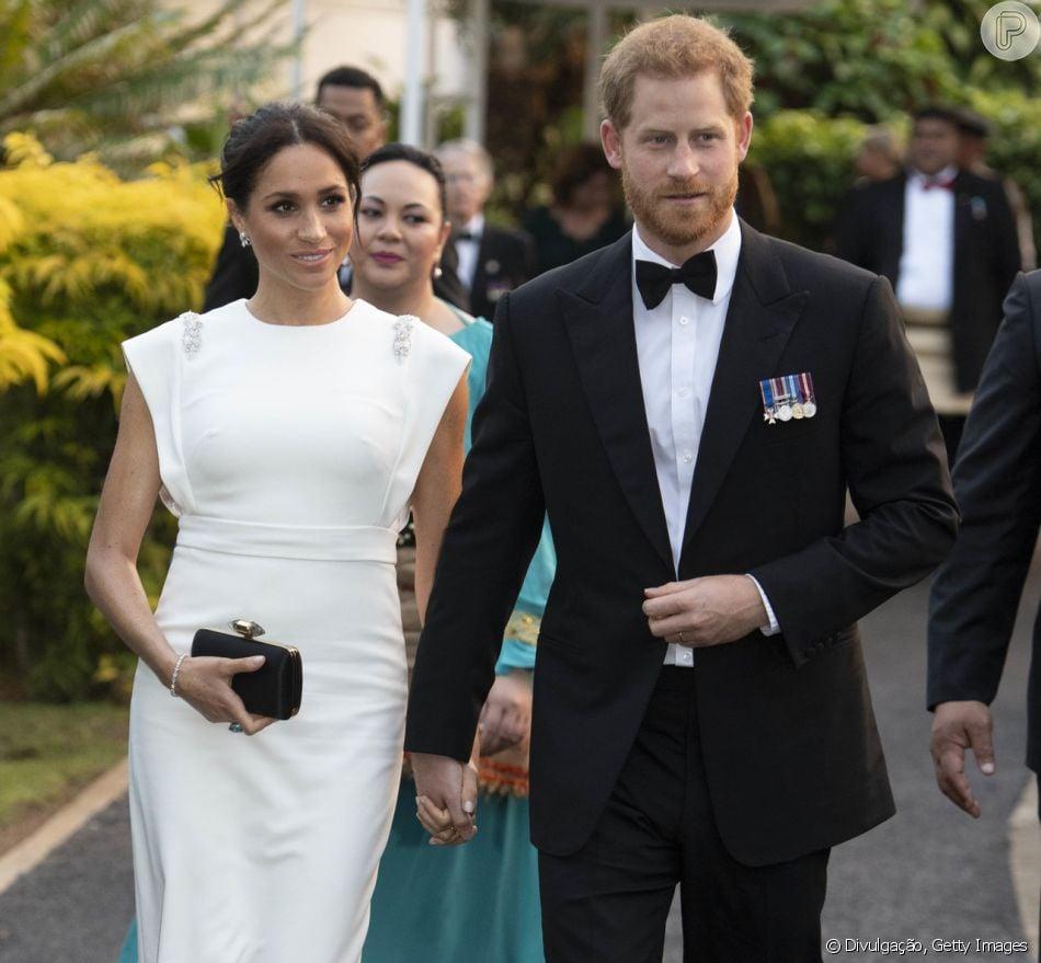 6147d2b361 A duquesa de Sussex Meghan Markle usou anel da princesa Diana e vestido  inspirado em deusa em jantar em Tonga com autoridades locais