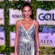 Bruna Marquezine também fez sucesso com o vestido metalizado da Dolce & Gabbana usado no leilão do Instituto Projeto Neymar Jr.