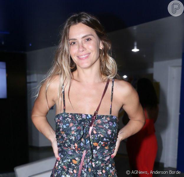 Carolina Dieckmann vai a show de Zeca Pagodinho no Rio de Janeiro
