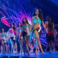 Concorrentes desfilam no palco em trajes de banho no Miss Universo 2018