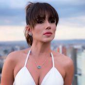 Paula Fernandes combina sensualidade e elegância em look branco: 'Vem, 2019'