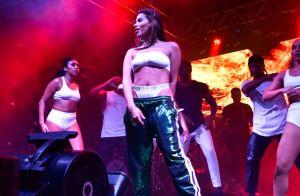 Look sporty sexy! Anitta usa lingerie à mostra e calça jogging Gucci em show