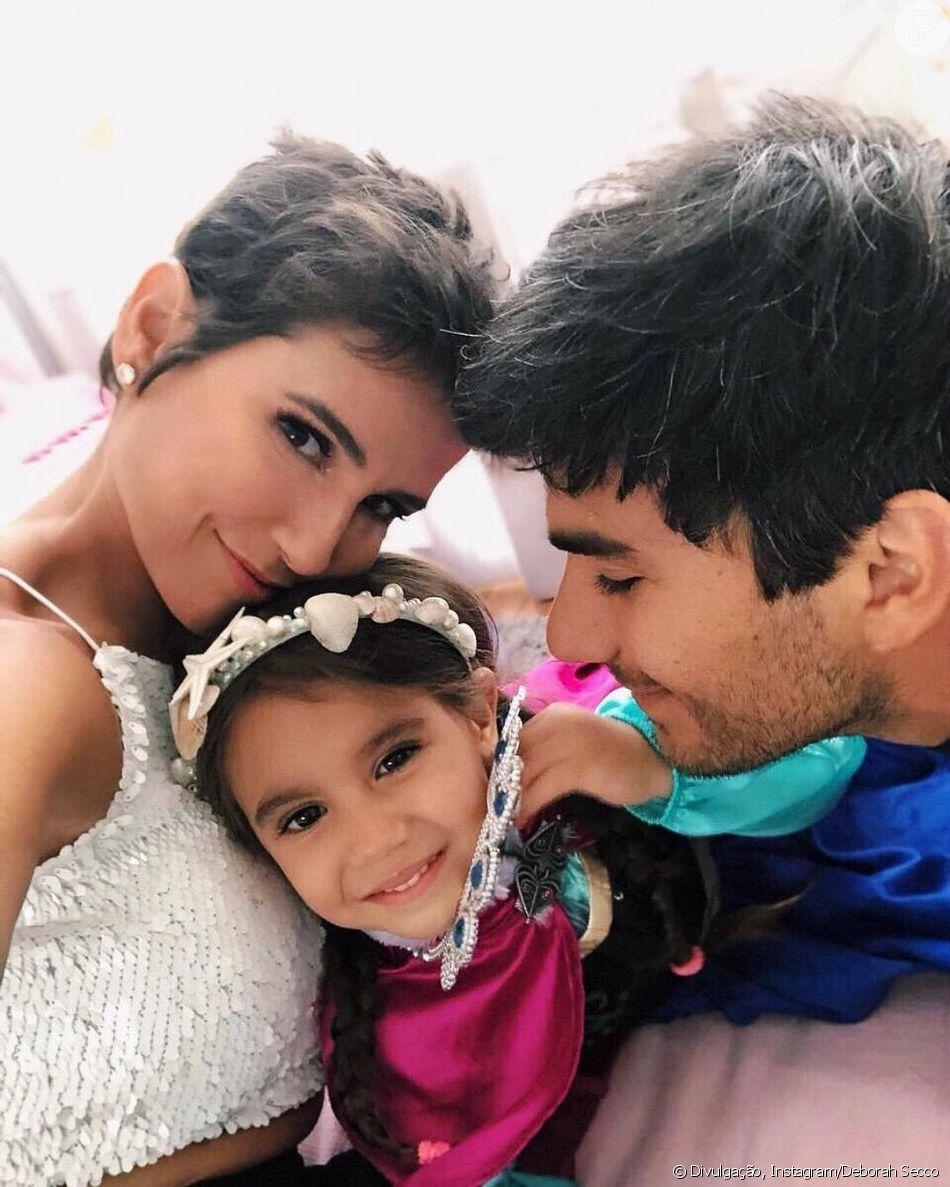 b756d4bcd5962 Deborah Secco volta ao Brasil após curtir viagem em família para a Disney