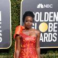 "Danai Gurira, da série ""The Walking Dead"", escolhe o modelo de vestido tomara-que-caia para o Globo de Ouro 2019"