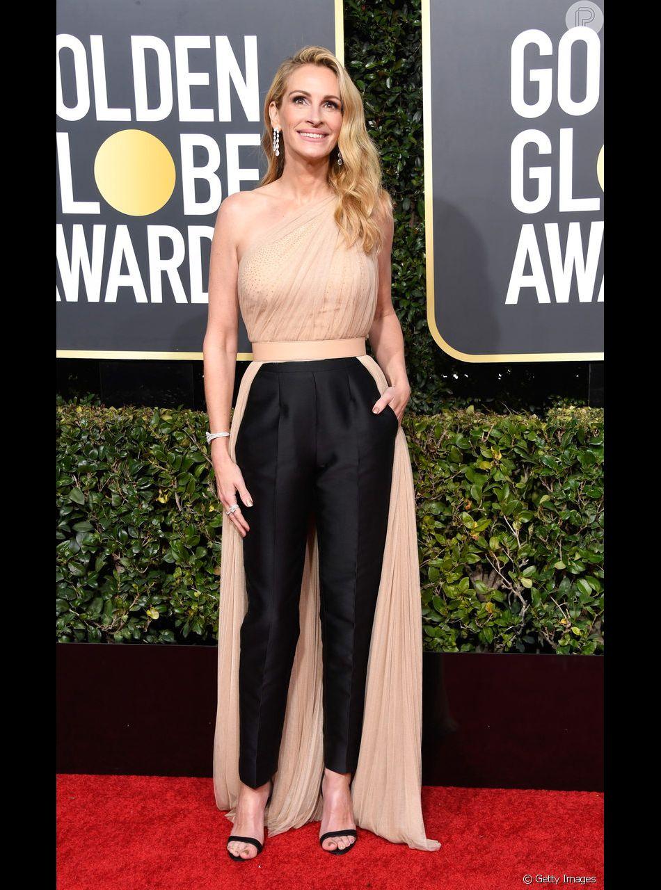 Julia Roberts escolheu um macacão da grife Stella McCartney para o Globo de Ouro 2019