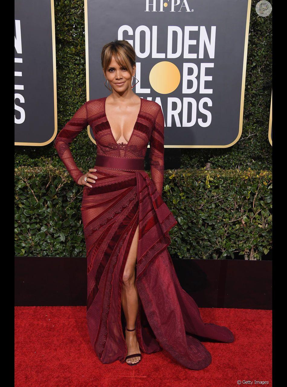 Halle Berry escolheu um vestido terracota da grife Zuhair Murad para o Globo de Ouro 2019