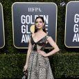 O vestido em animal print foi a escolha de Anne Hathaway para o Globo de Ouro 2019