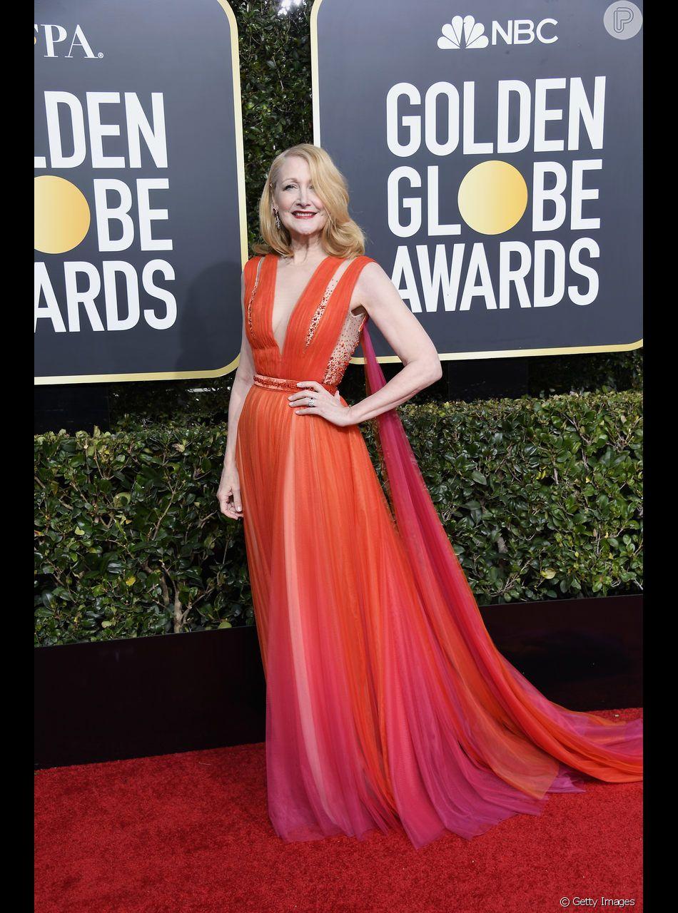 Patricia Clarkson apostou no vestido laranja e rosa em degradê