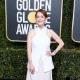 All white: Julianne Moore escolheu um look todo branco e com brilho na saia para o Globo de Ouro 2019