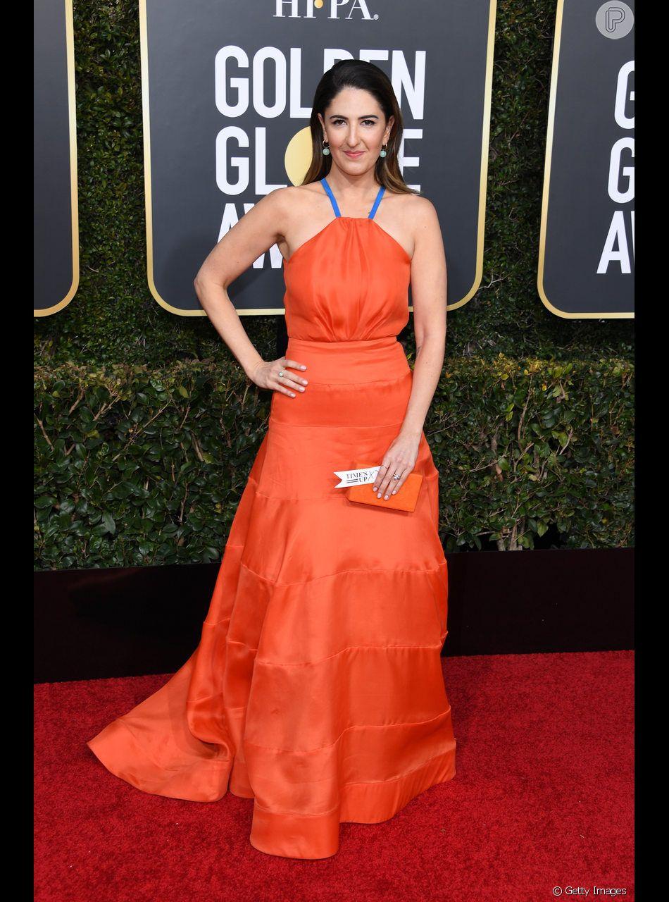 D'Arcy Carden, da série The Good Place, usou um vestido coral no Globo de Ouro 2019