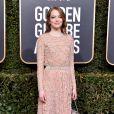 Sereísmo: Emma Stone escolheu um vestido longo nude com detalhes que pareciam escamas para o Globo de Ouro 2019