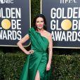 Catherine Zeta-Jones usou um vestido tomara-que-caia verde