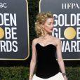 Look princesa! Amber Heard escolheu um vestido tomara-que-caia preto e com saia delicada e volumosa branca