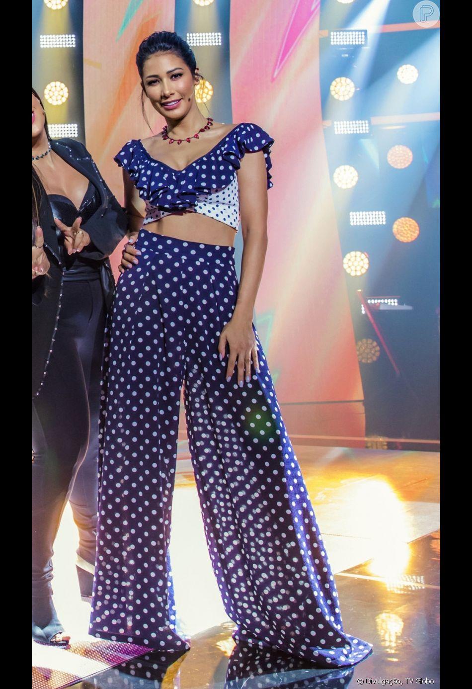 b2df46fb3 Simaria fez graça ao ver um meme da roupa que usou no programa  The Voice