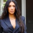 No detalhe: Kim Kardashian usando terninho do estilista Jean Paul Gaultier