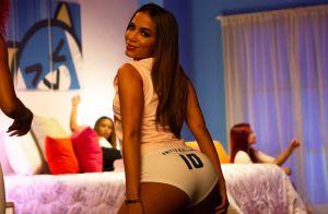 Anitta rebola, usa looks anos 2000 e surge de calcinha box no clipe 'Terremoto'