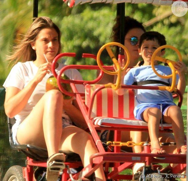 Fernanda Gentil e Priscila Montandon curtiram o fim de tarde deste domingo, 3 de fevereiro de 2019, com Gabriel, filho da apresentadora da TV Globo