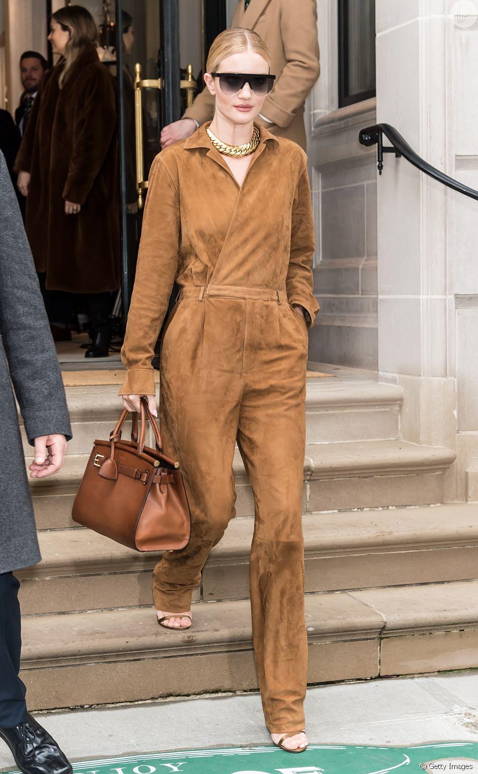 Moda de rua na NYFW: a modelo e atriz Rosie Huntington-Whiteley após o desfile de Primavera / Verão de Ralph Lauren