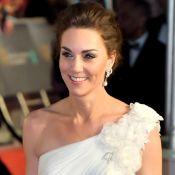 Brinco icônico e vestido de um ombro só: o look de Kate Middleton no BAFTA 2019