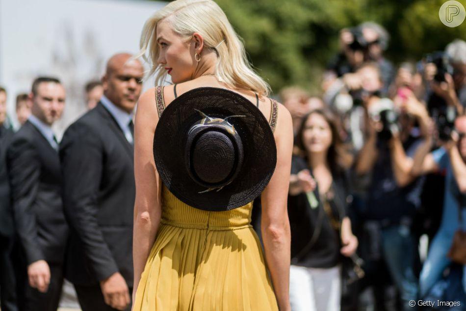 Estilo Western: Karlie Kloss usa chapéu