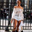 Estilo Western: mix de estilos com transparência girlie + botas no mood cowgirl