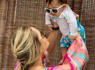 Thyane Dantas mostra o filho, Dom, com look tropical e óculos de sol: 'Amor'
