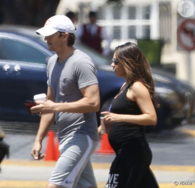 Ashton Kutcher e Mila Kunis já estão preparados para o nascimento da filha: 'A qualquer momento'