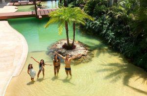 Rodrigo Faro inaugura piscina de casa com cascata, ilha e vidro panorâmico. Veja