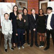 Angelina Jolie curte férias em NY com os 6 filhos e vai a exibição de filme
