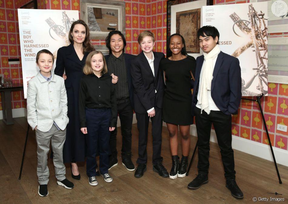 Angelina Jolie leva os seis filhos, Maddox, Pax, Zahara, Shiloh e os gêmeos Vivienne e Knox, para assistir a uma sessão especial de filme da Netflix, em Nova York, nesta segunda-feira, dia 25 de fevereiro de 2019