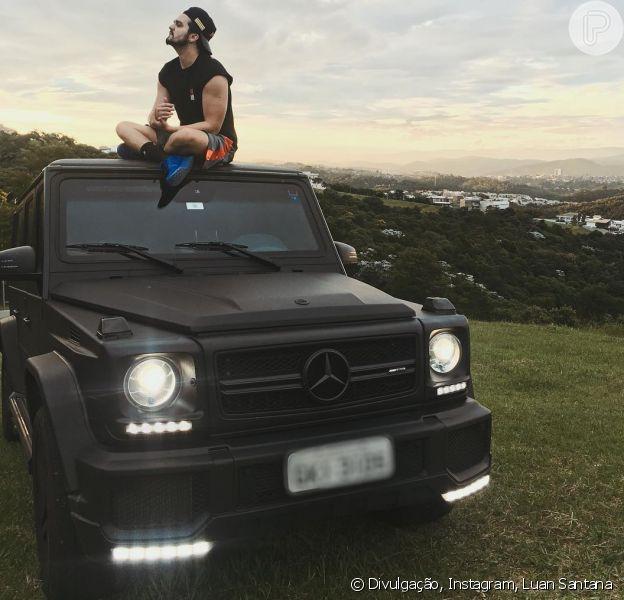 Luan Santana tira onda em foto com carro de R$ 1,2 milhão: 'Lindo, mas eu sou mais' - Purepeople