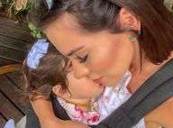 Adriana Sant'Anna treina ao som de funk com a filha, Linda, no colo. Vídeo!