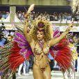 Bianca Monteiro é rainha de bateria da Portela, escola de samba que ficou em 4º lugar no Rio. Sua fantasia era inspirada em Clara Nunes, filha de Iansã e contava com 900 penas no costeiro.