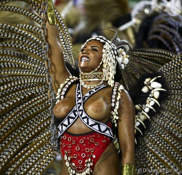 Evelyn Bastos é rainha de bateria da escola campeã do Carnaval do Rio de Janeiro, a Estação Primeira de Mangueira. Ela veio representando a escrava Esperança Garcia, considerada a primeira mulher advogada do Piauí, e volta à Sapucaí no sábado, 09 de março de 2019
