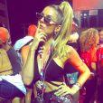 Look de Julia Faria também teve amarelo neon nas unhas em dos dias para curtir Carnaval de Salvador