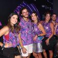 Fátima Bernardes também conferiu o Desfile das Campeãs do Rio acompanhada das filhas, Laura e Beatriz Bonemer
