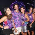 Filhas de Fátima Bernardes prestigiaram  o desfile das vencedoras do Carnaval do Rio de Janeiro na Sapucaí