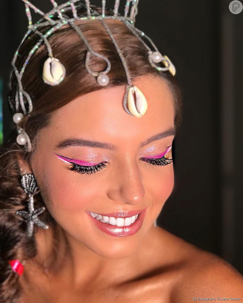 Delineado bicolor é trend. A maquiadora Viviane Gonzo fez esse jogo de cores lindo em Giovanna Lancellotti para a atriz curtir o bloco da Anitta