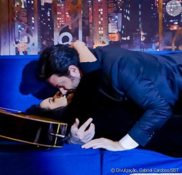 Maraisa, da dupla com Maiara, e Danilo Gentili se beijaram no 'The Noite' desta quinta-feira, 15 de março de 2019