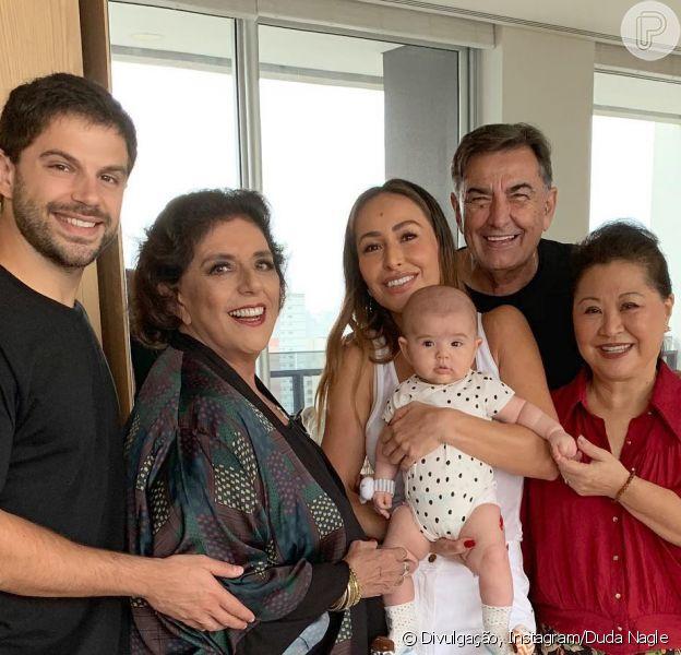 Duda Nagle posta foto de Zoe com Sabrina Sato e os avós maternos e paternos, em 17 de março de 2019