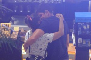 Marcelo Adnet e Patrícia Cardoso namoram durante passeio em shopping do Rio
