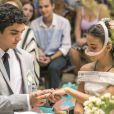 Vestio de noiva de Amanda (Pally Siqueira)  na novela 'Malhação: Vidas Brasileiras' tem flores de cetim decoradas. 'Para deixa-lá encantada como uma princesa', detalhou a figurinista da trama adolescente