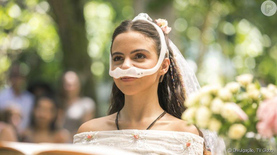 Amanda (Pally Siqueira) usa vestido estilo de princesa em seu casamento com Kavaco (Gabriel Contente) na novela 'Malhação: Vidas Brasileiras'