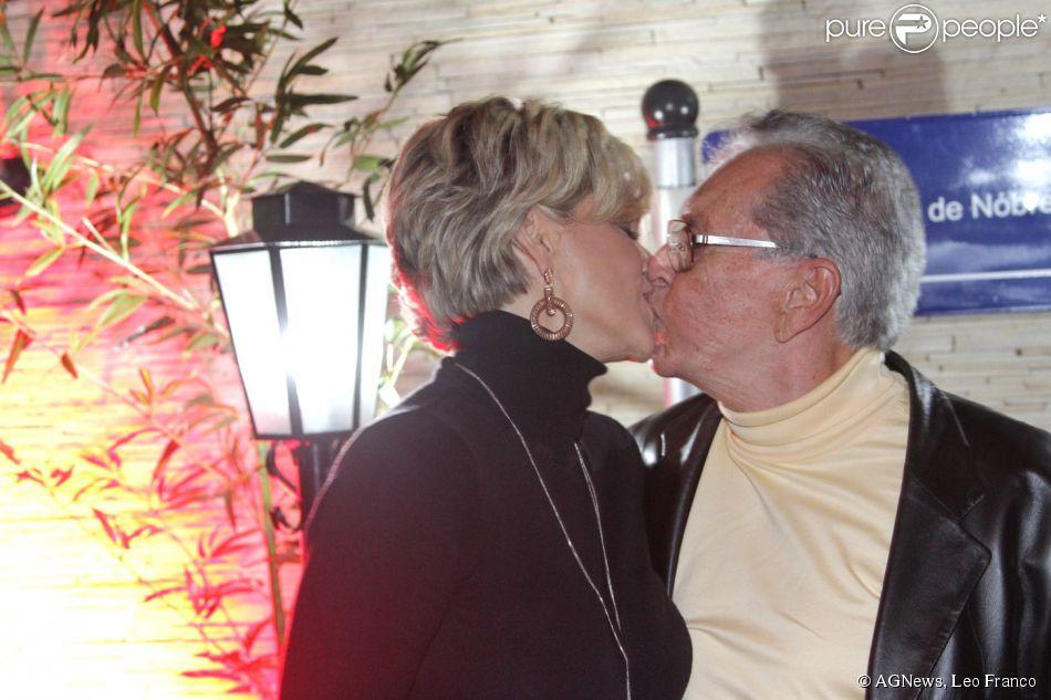 Carlos Alberto de Nóbrega e Andréa Nóbrega assumem que estão juntos de novo. Casal estava separado há quase cinco anos e tem dois filhos